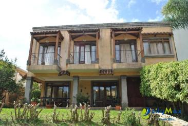 Se vende casa muy espaciosa Curridabat Resid. Altamonte