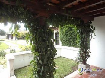 Venta de Casa en Antigua, a pocas cuadras del parque c.