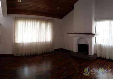 Casa en RENTA en condominio zona 16