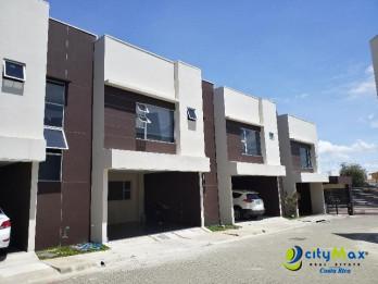 Casa en venta en Real Cariari Heredia en Condominio!