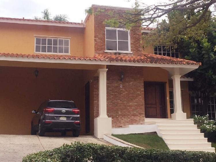 Casa en Venta y Alquiler, en Arroyo Hondo Santo Domingo