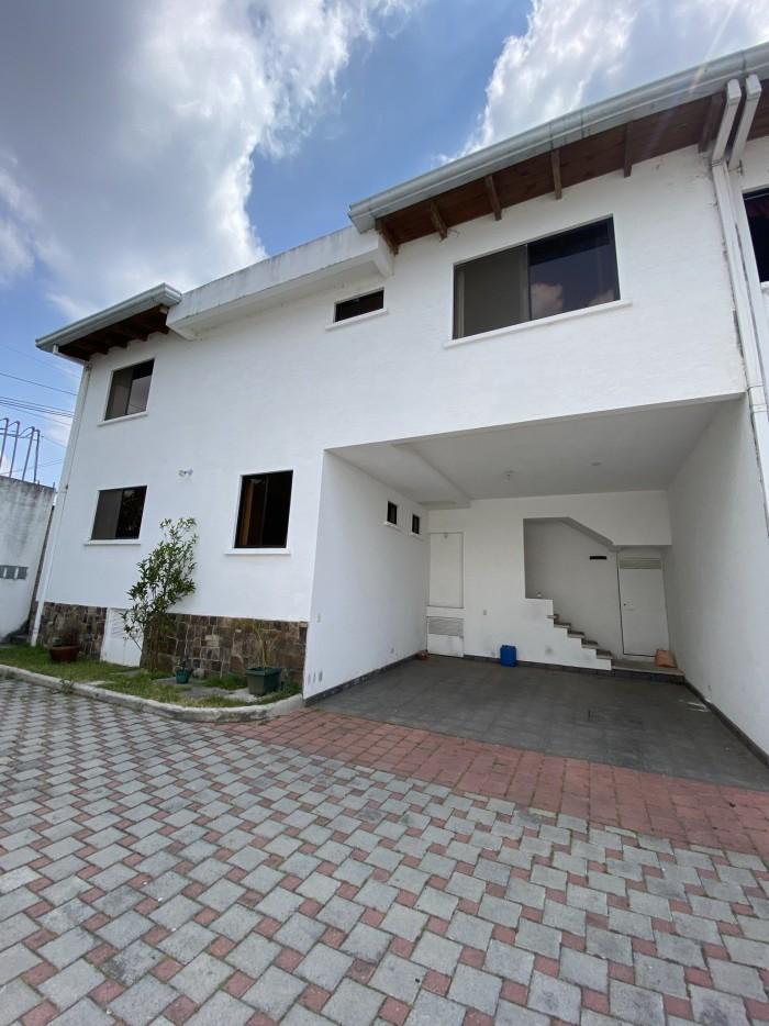 Casa en Alquiler Zona 16 cercano a boulevar Acatán