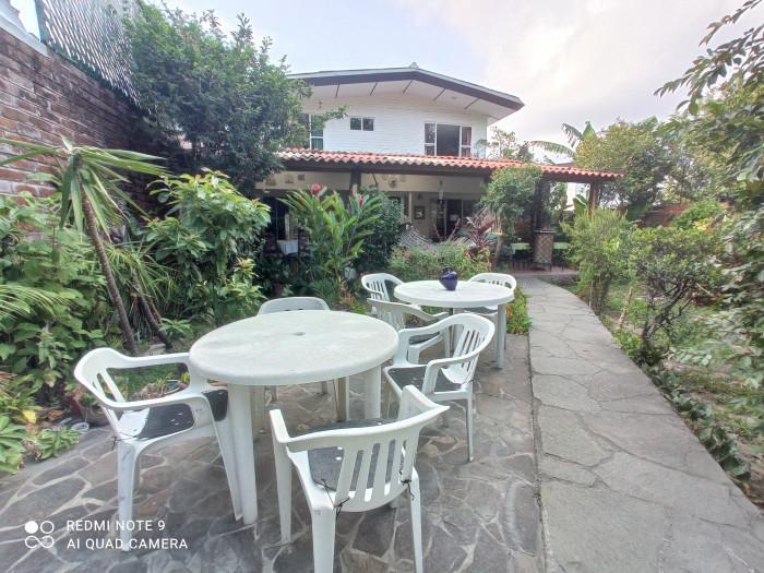 Casa ideal oficina por Los Próceres piscina y jardín