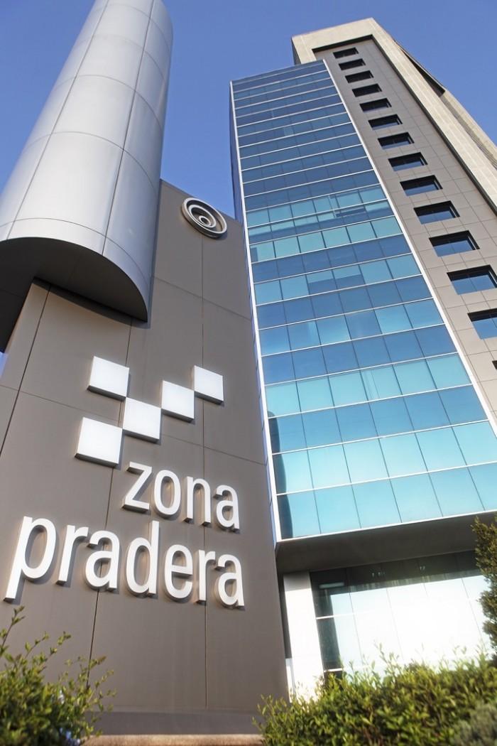 Oficina en centro empresarial zona Pradera