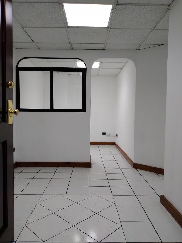 Oficina en Renta en excelente ubicación zona 10.