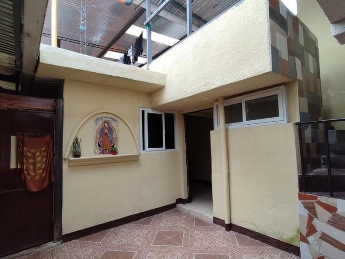 Propiedad en Venta de 5 Apartamentos y 1 Local en Mixco