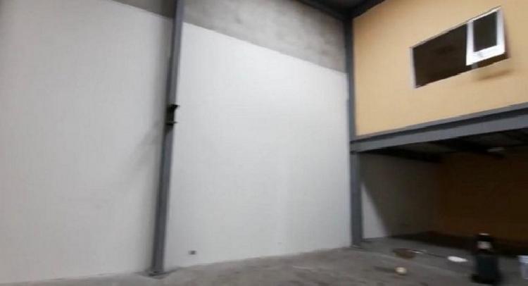 Ofibodega en Renta Avenida Petapa Complejo Industrial
