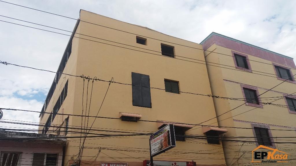Edificio comercial en venta, de tres niveles, el Centro