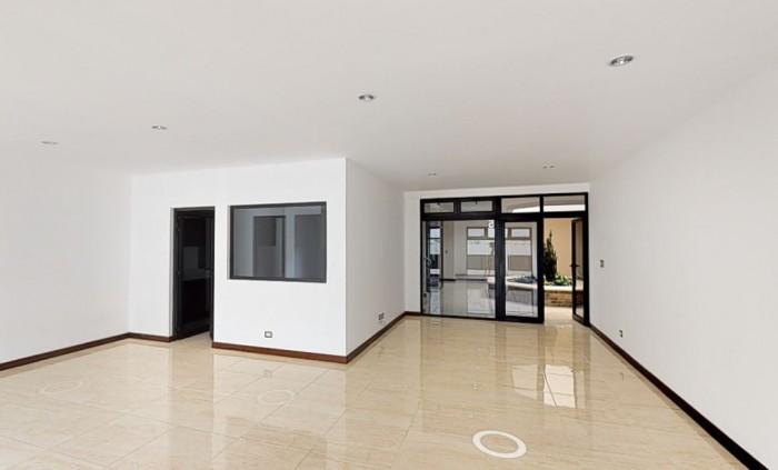 Rento hermosa oficina en edificio de zona 15.