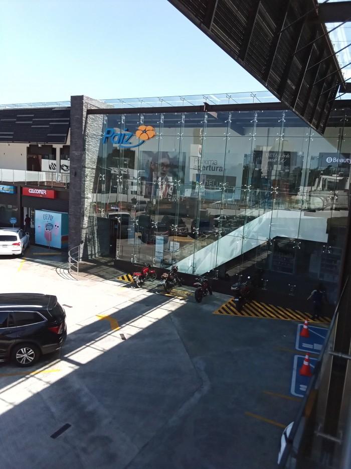 RENTA Local Zona 16 en plaza comercial