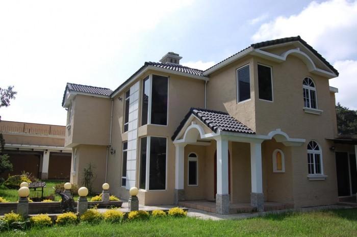 Casa de lujo dentro de condominio San José Pinula