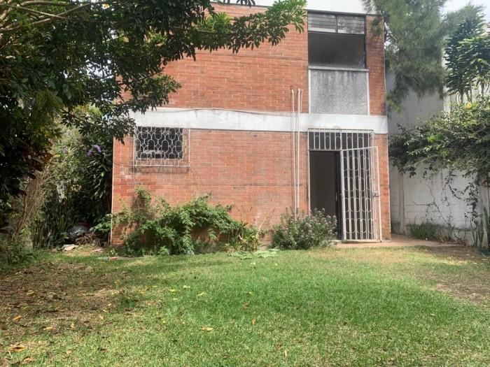 Amplia casa en renta en área comercial de Zona 15