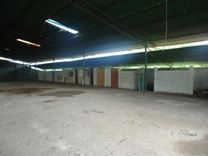 ALQUILO galera en complejo industrial  Intercomplex