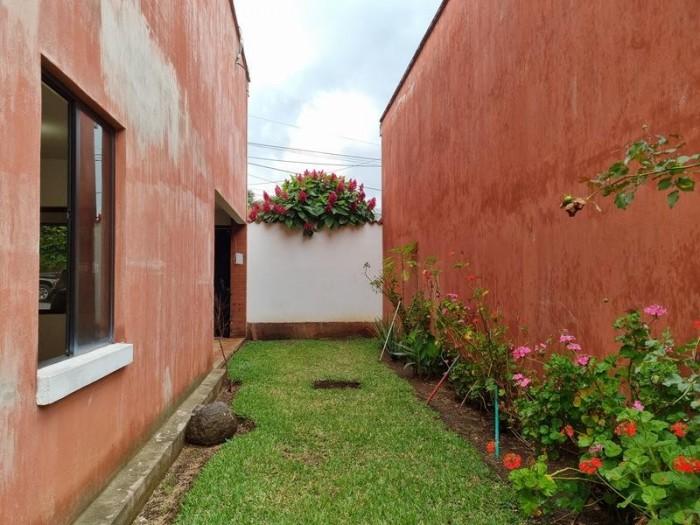 Casa grande en Venta con Jardín en San Cristóbal