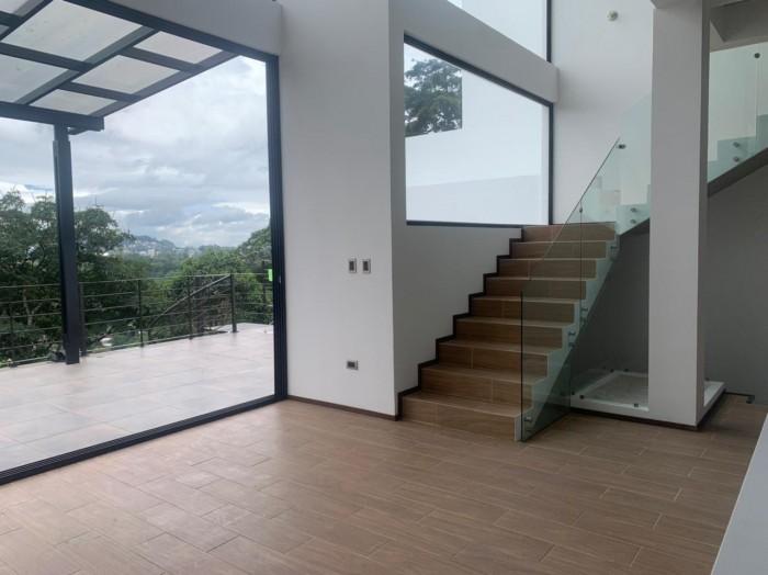 Espectacular casa nueva en Renta CAES