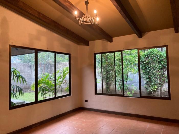 Se vende hermosa casa en San Joaquín de Flores, Heredia