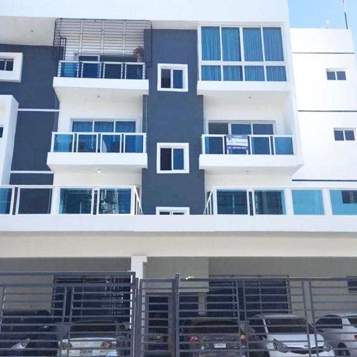 Apartamento en Los Prados de  2 habitaciones 2.5 baños