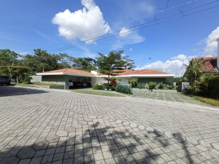 Exclusiva casa en Palmira Santa Tecla