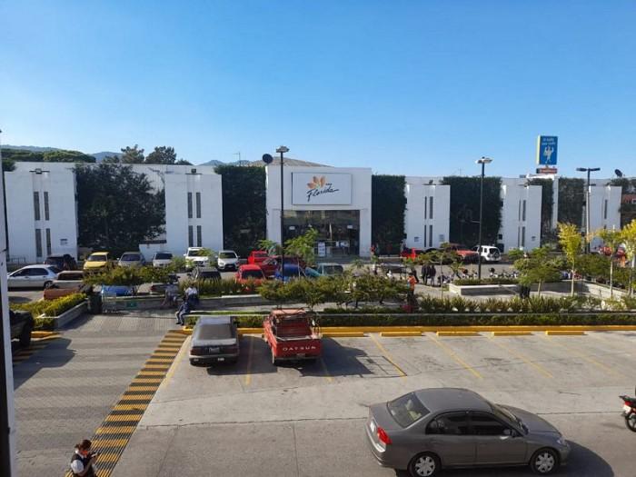 Local Comercial en Renta en Calz. San Juan zona 7