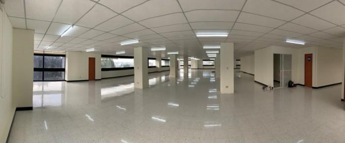 Rento oficinas completas en edificio de zona 9