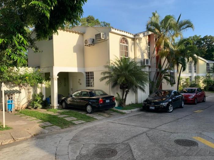 Vendo casa Residencial Privada Escalón por U Evangélica