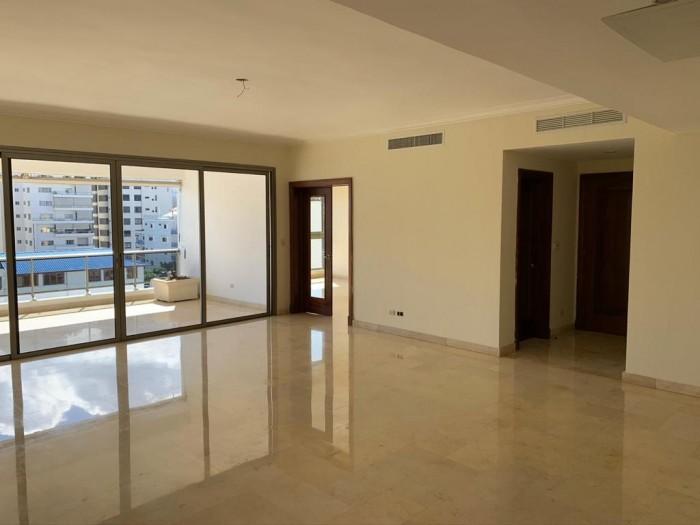 Vendo amplio apartamento en el mismo centro de Piantini