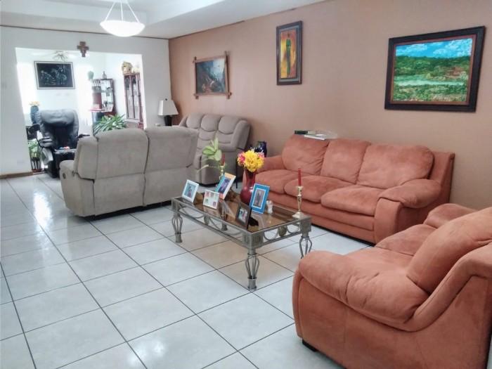 Vendo casa en Residencial Omega, La Unión, Cartago CR