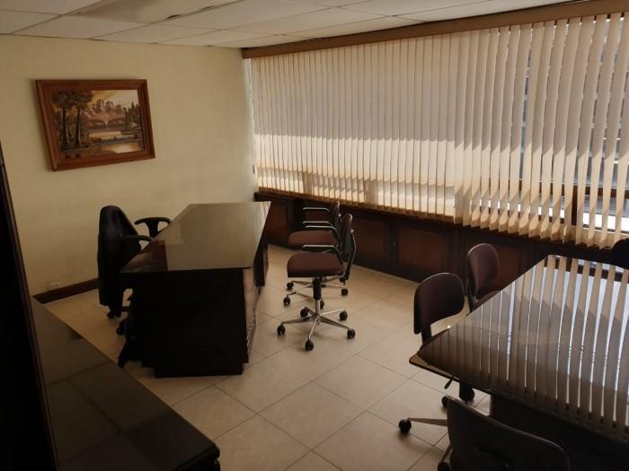 Oficina en Renta zona 10 Edificio Geminis 10 Amueblada