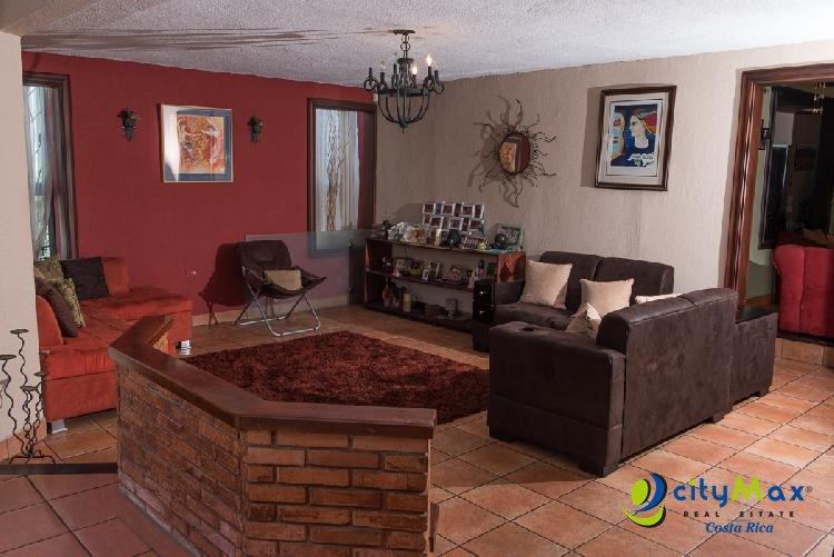 Se vende casa grande en Pavas en excelentes condiciones