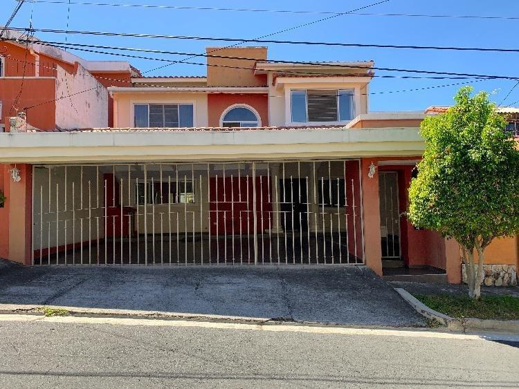 Santa Elena, res. privado, casa en venta o alquiler.