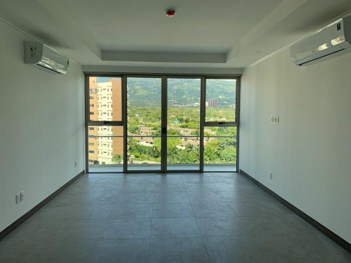 Puerta del alma, apartamento con línea blanca.