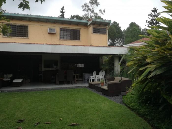 AMPLIA casa en venta en Colonia Escalón