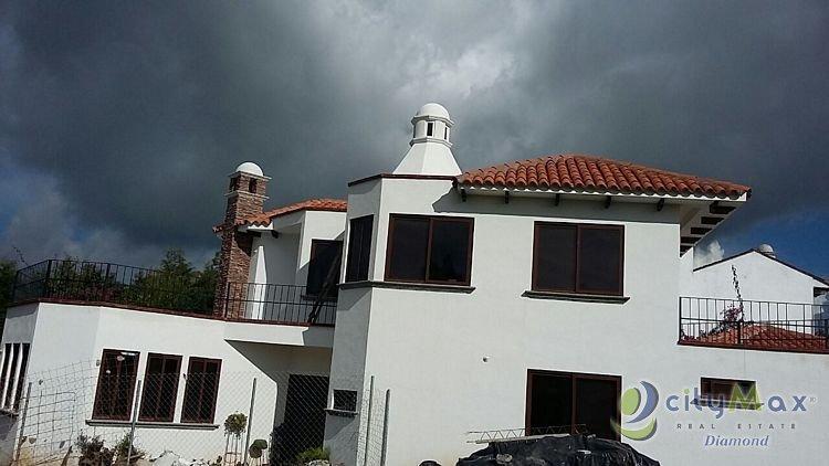 Casa en venta en exclusivo condominio  San Jose Pinula