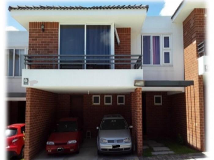 Casa en condominio en venta zona 17