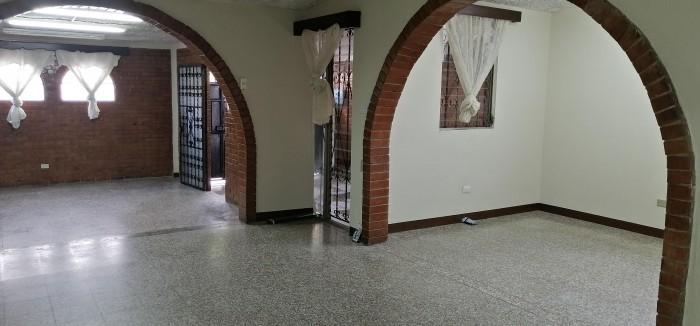 Amplia Casa en Renta en Prados de Monte María zona 12