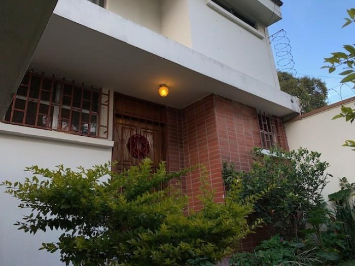 Casa en renta en zona 16 Sobre Blvd. La Montaña