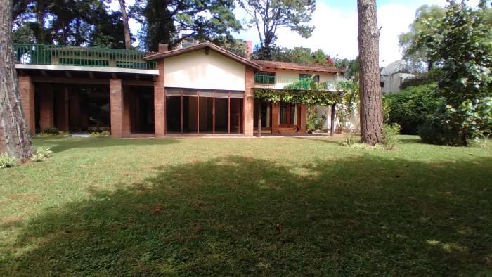 Alquiler de casa en residencial exclusivo de Zona 14