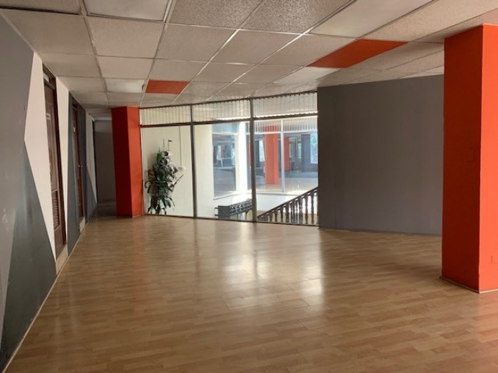 RENTA Local de 621 mt2 en 2o nivel de Edificio zona 9