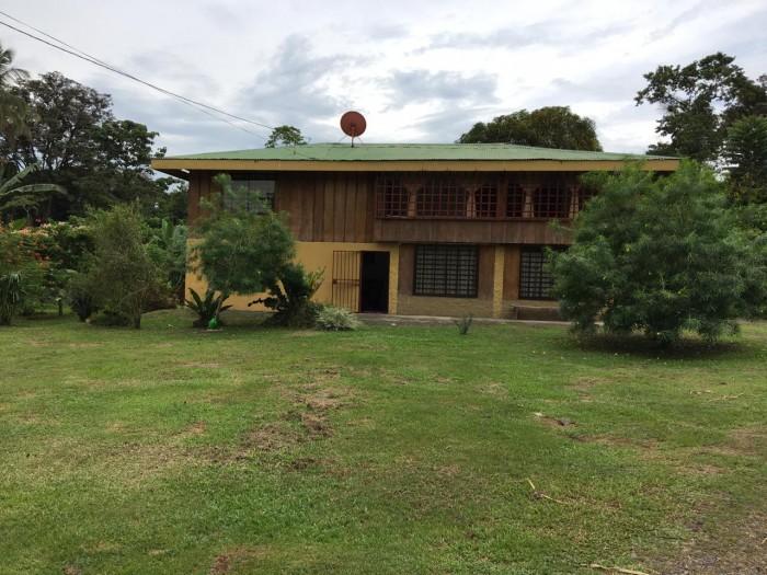 Se vende casa y terreno plano en Pocora Guácimo Limón