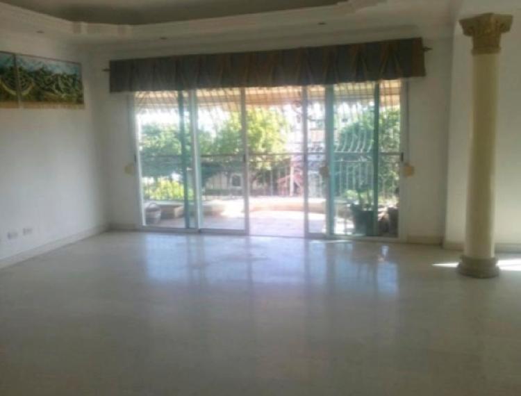 Venta Amplio Apartamento con Area Social en Bella Vista