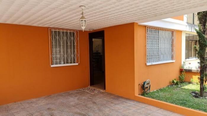 Casa en Venta en A-3 cerca a Sankris Mall Mixco Zona 8