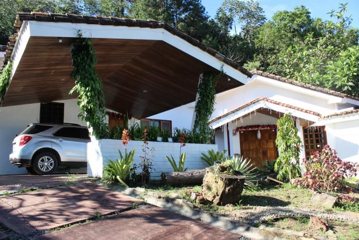 Hermosa CASA en las Piletas AMPLIA con gran Jardín