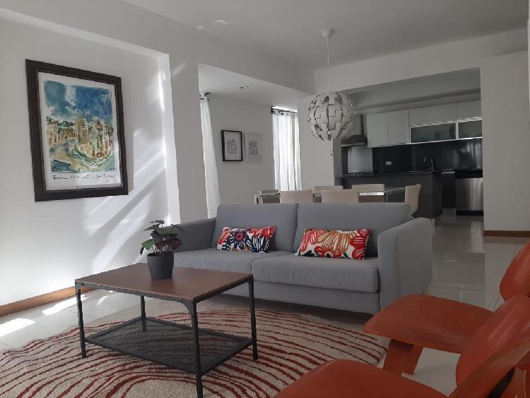 Apartamento de 2 habitaciones amueblado en Evaristo