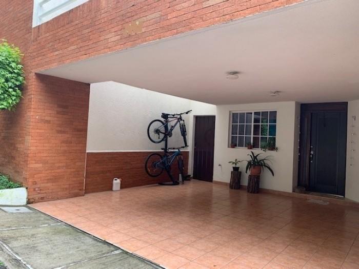 VENTA Casa en condominio Bosques del Encinal Mixco