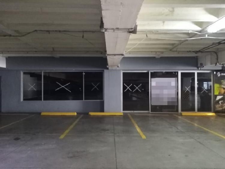 Amplio local comercial en renta, zona 10.