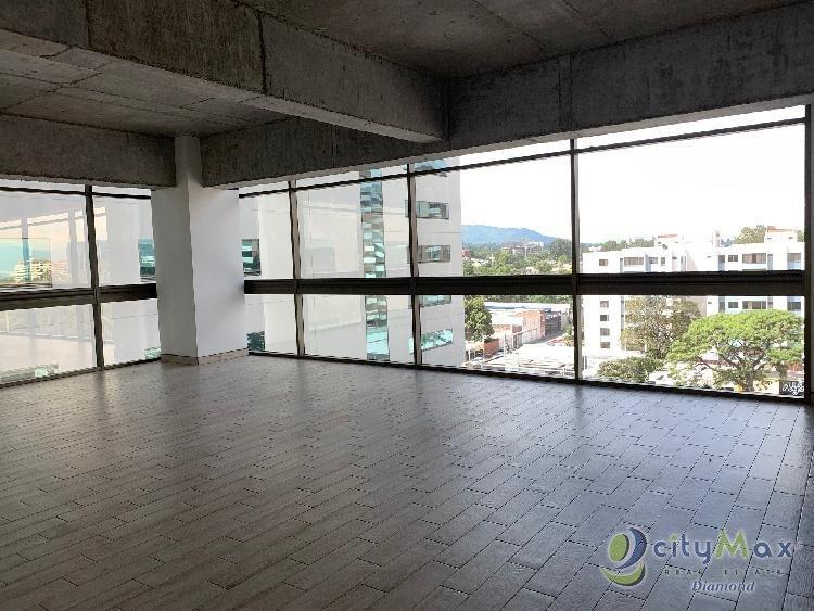 Oficina en alquiler en edificio nuevo en zona 10