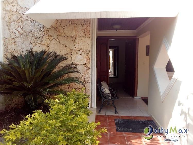 CITYMAX VENDE hermosa casa, Las Hortensias, Santiago RD