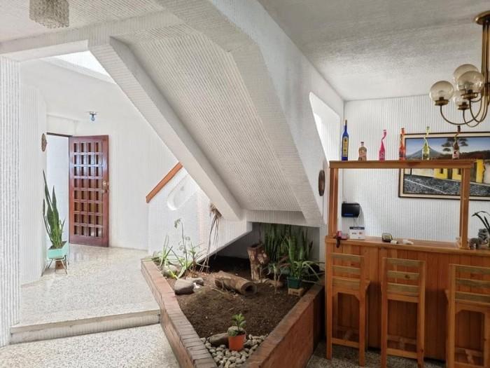 Casa en Venta Zona 10 Ciudad Guatemala afuera de garita