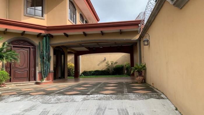 Se alquila hermosa y amplia casa en Alajuela La Ceiba