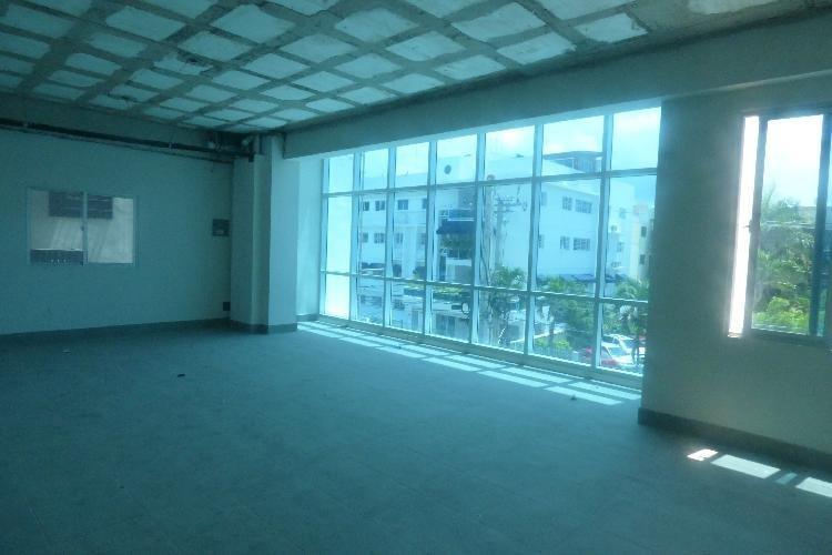 Venta Amplio Local Oficina, Plaza Comercial, El Millón
